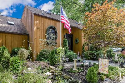 Westchester County Single Family Home For Sale: 13 Oriole Lane