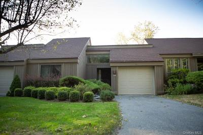 Westchester County Condo/Townhouse For Sale: 540 Heritage Hills #B
