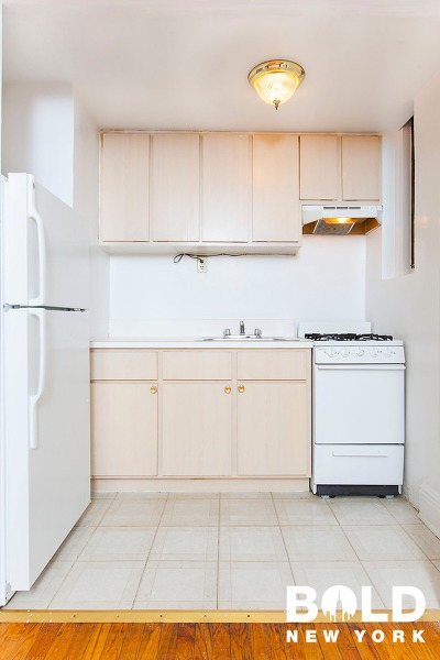 Unit For Rent For Rent: 40-02 43rd Ave #6th Floo