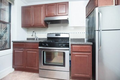 Manhattan NY Unit For Rent For Rent: $2,056