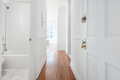 Brooklyn Heights Unit For Rent For Rent: 25 Pierrepont St