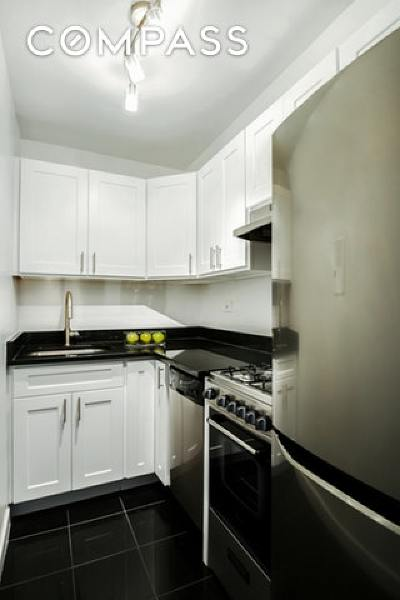 New York Unit For Sale For Sale: 520 E 76th St