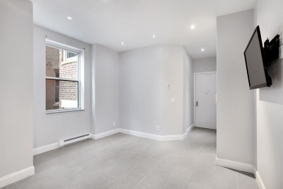 New York Unit For Rent For Rent: 220 W 107th St