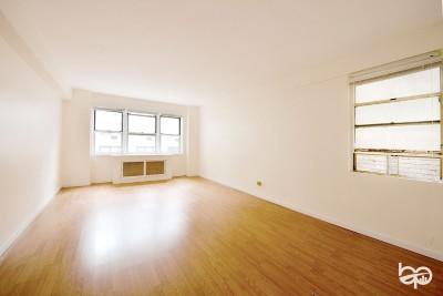 Unit For Sale For Sale: 321 E 45th St