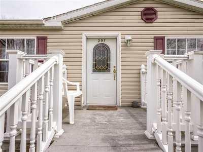 Woodridge Single Family Home For Sale: 207 Rosemond