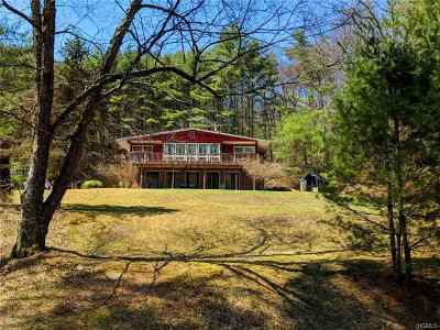 Single Family Home For Sale: 643 Hollow Road