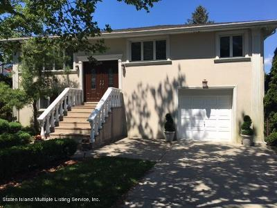 Single Family Home Sold: 3 Alderwood Place