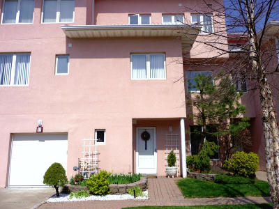 Staten Island Condo/Townhouse For Sale: 23 Harbour Court
