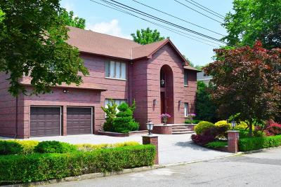 Staten Island Single Family Home For Sale: 31 Arbutus Way