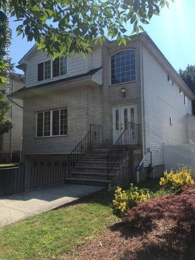 Single Family Home For Sale: 10 Clinton Court