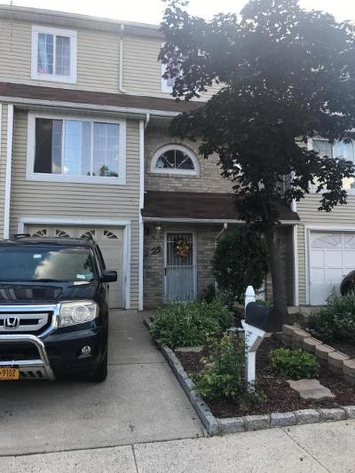 Single Family Home For Sale: 25 Adrianne Lane