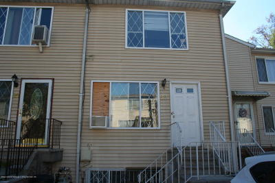 Semi-Attached For Sale: 22 Greenfield Court