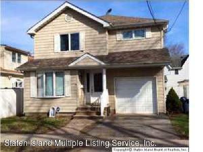Single Family Home For Sale: 74 Milton Avenue