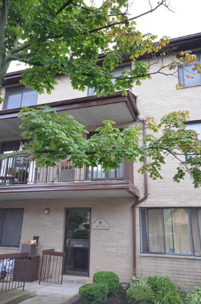 Condo/Townhouse For Sale: 18 Kathy Pl #2a