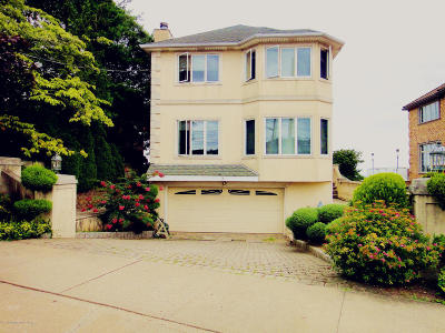 Staten Island Single Family Home For Sale: 132 Overlook Avenue