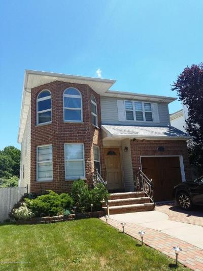 Staten Island Single Family Home For Sale: 31 Helen Ct