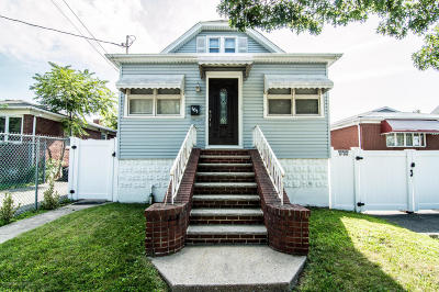 Staten Island Single Family Home For Sale: 161 Maple Parkway