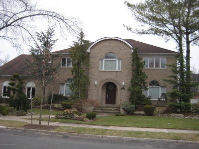 Single Family Home For Sale: 15 W Castor Place
