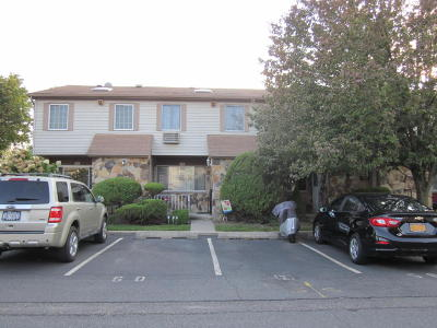 Staten Island Condo/Townhouse For Sale: 56 Holiday Way