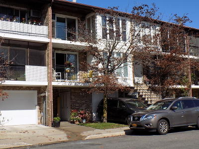 Staten Island Condo/Townhouse For Sale: 51 Lamped Loop #B2
