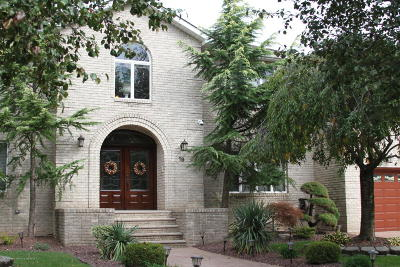 Staten Island Two Family Home For Sale: 19 Barrow Place