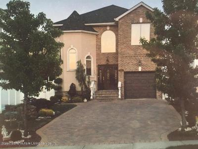 Staten Island NY Single Family Home For Sale: $998,000