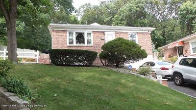 Single Family Home For Sale: 61 Longview Road