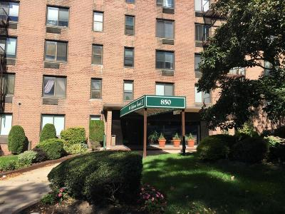 Condo/Townhouse Acceptance: 850 Howard Avenue #4g