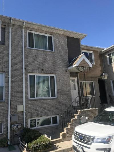 Single Family Home For Sale: 18 Bar Court