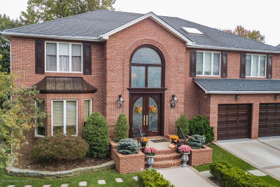 Single Family Home For Sale: 85 Greenway Drive