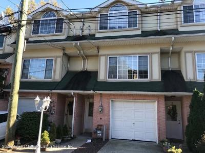 Single Family Home For Sale: 40 Cranberry Court