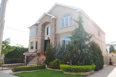 Two Family Home For Sale: 70 Archwood Avenue