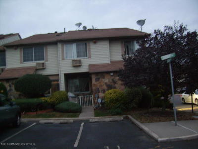 Staten Island Condo/Townhouse For Sale: 31 Holiday Way