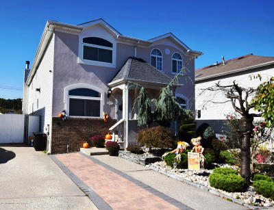 Staten Island Semi-Attached For Sale: 68 Salamander Court