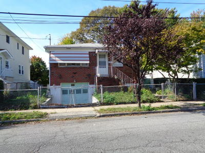 Staten Island NY Single Family Home For Sale: $459,000