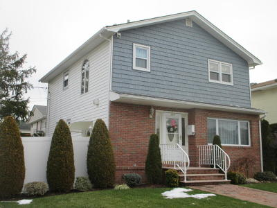 Staten Island NY Single Family Home For Sale: $685,000