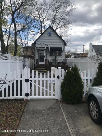 Single Family Home For Sale: 90 Hickory Avenue