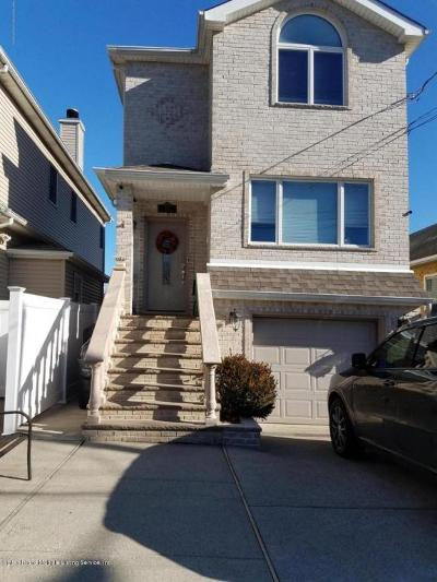 Staten Island NY Single Family Home For Sale: $710,000