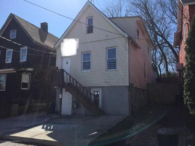 Staten Island Single Family Home For Sale: 16 Doe Place