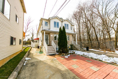 Staten Island Two Family Home For Sale: 3360 Victory Boulevard
