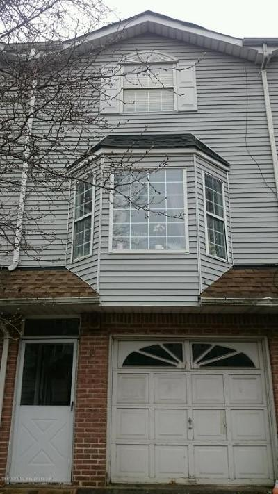 Staten Island NY Single Family Home For Sale: $579,000
