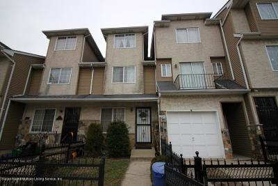 Single Family Home For Sale: 60 Long Pond Lane
