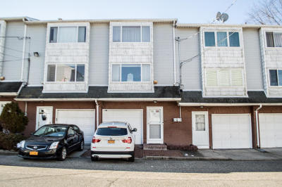 Staten Island Condo/Townhouse For Sale: 44 Avon Lane