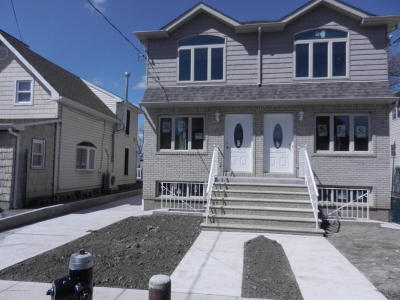 Semi-Attached For Sale: 14 Summerfield Place