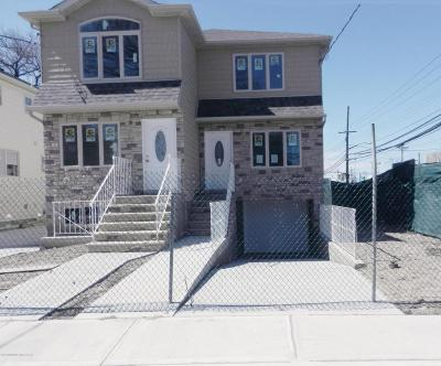 Semi-Attached For Sale: 4 Summerfield Place