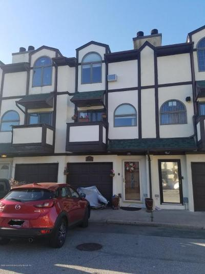 Staten Island Single Family Home For Sale: 27 Stone Crest Court