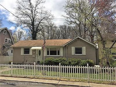 Single Family Home For Sale: 190 Prall Avenue