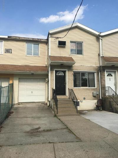 Single Family Home For Sale: 151 Broadway