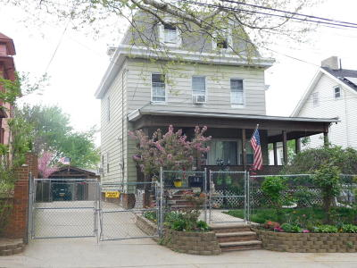 Single Family Home For Sale: 68 Taylor Street