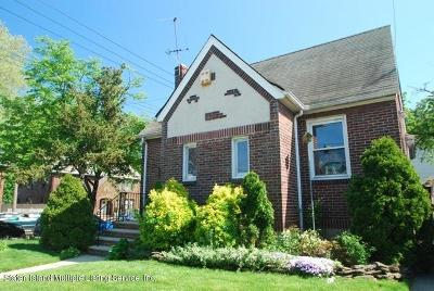 Single Family Home Acceptance: 2 Willowbrook Court